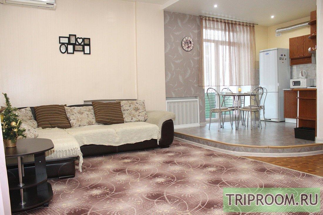 3-комнатная квартира посуточно (вариант № 63668), ул. ул.Аллея-Героев, фото № 1